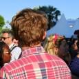 Paysages sonores du Festival de Cannes Cannes 2012, quais Saint Pierre, sur le vieux port. Le sociologue observe un homme qui porte ses mains à ses oreilles au passage d'une...