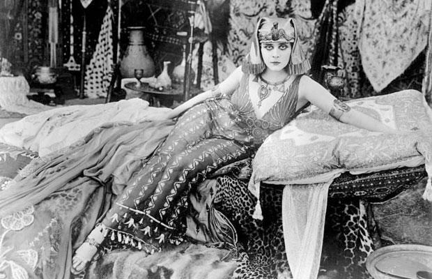 Theda Bara dans Cleopatra (1917)