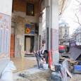 Retrait des palissades, terrassement, découverte des décorations de la façade, ouverture sur les boulevards de la Chapelle et Magenta.