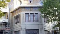 Posée en février 2011, la bâche décorative et une partie des échafaudages viennent d'être retirés, laissant apparaître une partie de la façade du nouveau Louxor.