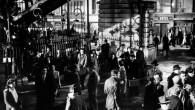 La station Barbès-Rochechouart dans Les Portes de la nuit de Marcel Carné (1946) Truffaut, Lelouch, Dupeyron, Zidi, Gavras, plus récemment Éric et Ramzy, nombreux sont les cinéastes à avoir filmé la station Barbès-Rochechouart, à avoir su en capter l'ambiance, l'animation...
